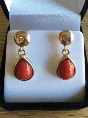 Ohrhänger in 585er Gold mit Koralle und Brillanten