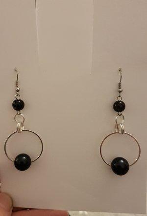 Ohrhänger mit schwarzen Perlen in einer großen Kreole (Selbstgemacht)