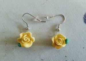 Ohrhänger mit süßen Röschen in Gelb