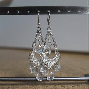 Ohrhänger mit transparenten Perlen