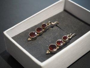 Ohrhänger Tracht/Antik Silber mit echten Granaten (dunkelrot)
