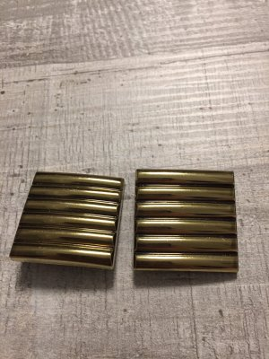 Earclip gold-colored synthetic material
