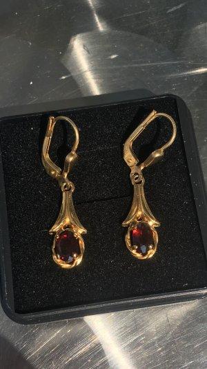 Ohrringe 333 Gold mit Granat.