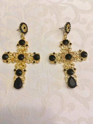 Ohrringe als großes Kreuz