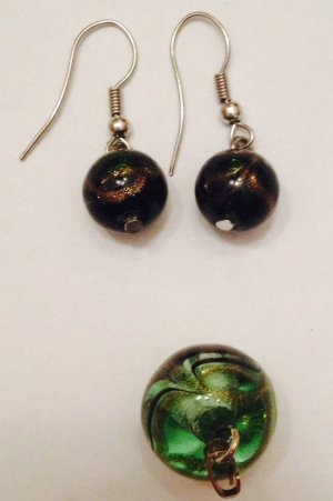 Ohrringe aus Glas, Farbe; grün inkl. Anhänger