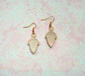 Ohrringe Blatt Weiß Gold Howlith