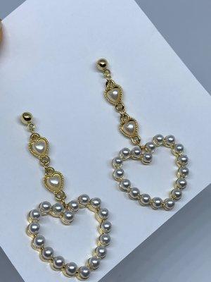 Boucle d'oreille incrustée de pierres doré-blanc cassé