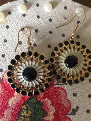 Ohrringe in Gold und schwarz