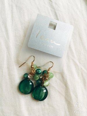 Ohrringe in grünen Nuancen