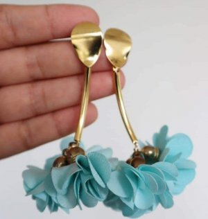 100% Fashion Boucle d'oreille incrustée de pierres bleu clair