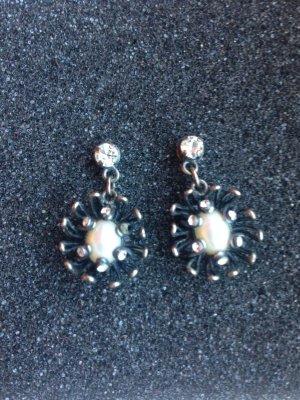 Ohrringe mit Perlen von Konplott