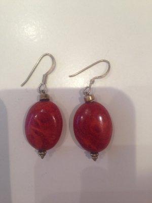 Ohrringe mit rotem marmoriertem Stein
