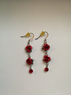 Ohrringe mit roten Rosen