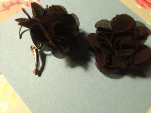 Boucle d'oreille noir-argenté