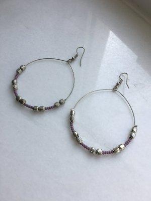 Ohrringe mit silbernen und helllila Perlen