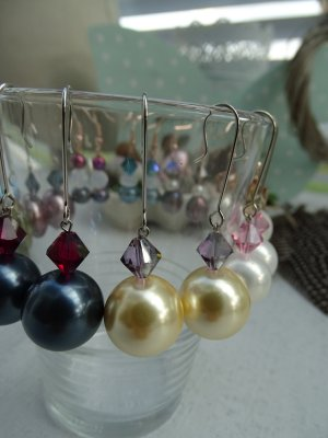Pearl Earring dark yellow