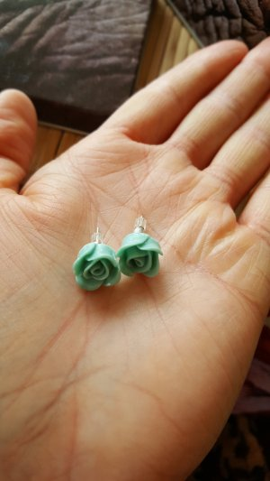 Ear stud lime-green