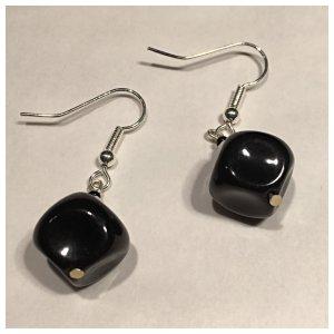 Ohrringe, schwarzer kleiner quadratischer Stein