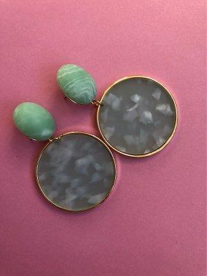Zarcillo color oro-verde grisáceo