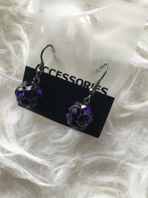 Ohrringe violett in Kugelform