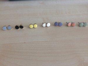 Ohrringstecker in verschiedenen Farben