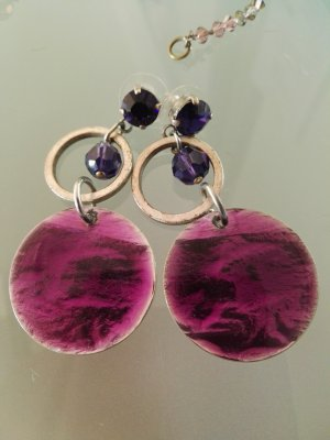 Ear stud dark violet