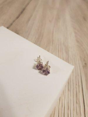 Clou d'oreille violet