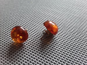 Clou d'oreille orange clair