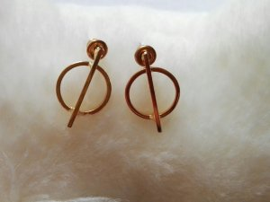 Ear stud sand brown