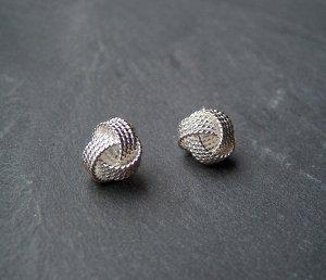 Ohrstecker Knoten Silberfarben