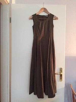 Olive-farbenes Cos Kleid