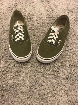 Olive farbige Vans :)