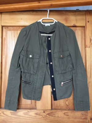 Olive grüne Jacke