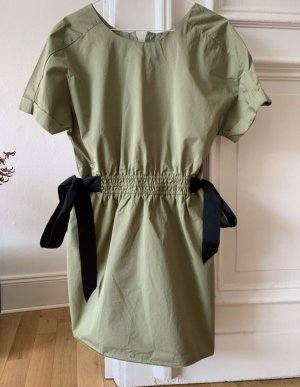 Olivegrünes Kleid von ZARA