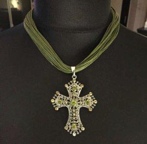 Olives Kreuz mit Kristallen