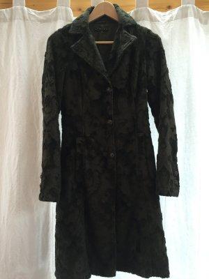 Olivfarbener nostalgischer Mantel mit Ornamenten von Sisley