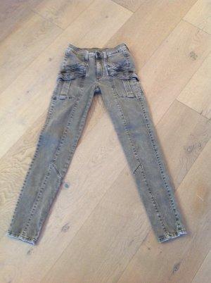 Olivgrüne Military Seven Jeans