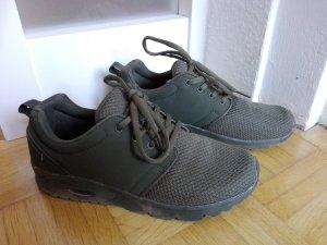 Olivgrüne Sport Schuhe