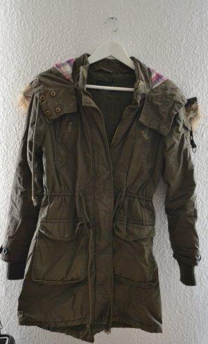 Abrigo con capucha verde oliva-caqui