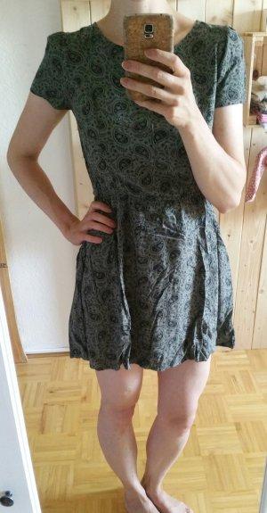 olivgrünes kurzes Kleid