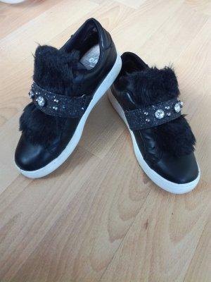 Zapatillas con velcro negro