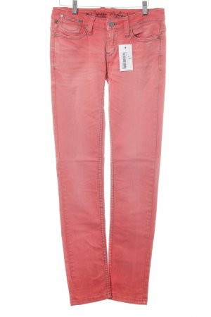 One green elephant Slim Jeans bright red casual look