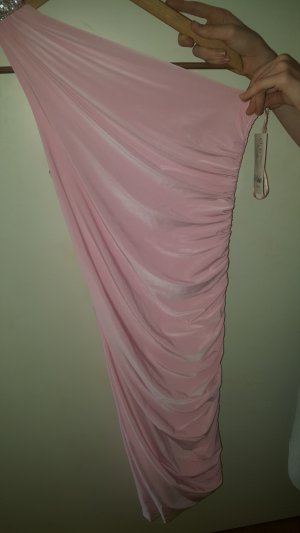 Vestido de un hombro rosa claro