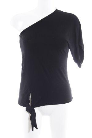 Camisa de un solo hombro negro look casual