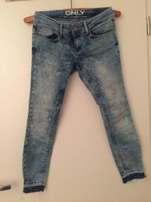 Only Ankle Jeans mit Fransen am Beinende 28/30
