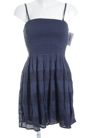 Only Vestido bandeau azul oscuro look Boho