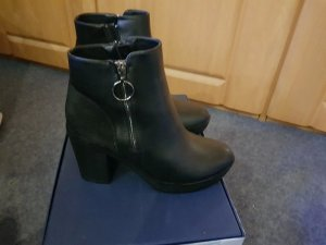 Only, Gr. 39 Boots Stiefelette Stiefel schwarz NEu Raue Gummisohle