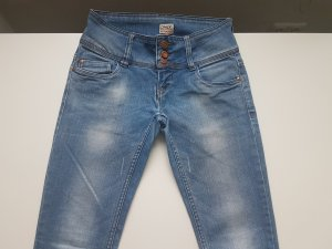 Only Jeans mit drei Knöpfen