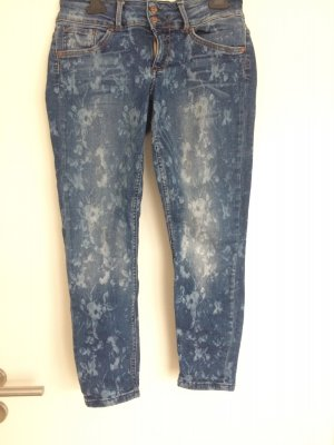 Only Jeans mit floralen Print