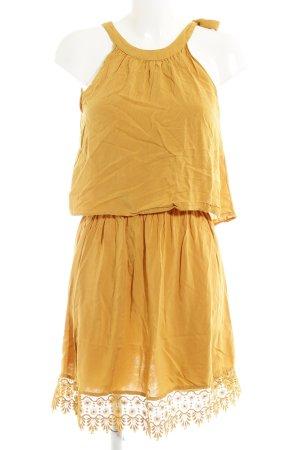 Only Vestido de cuello Halter amarillo oscuro look casual